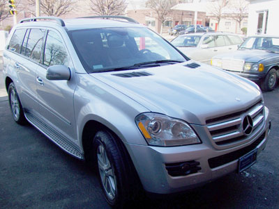 A 2007 Mercedes-Benz GL450 in for Scheduled 'A' Service and paintless ding removal service.