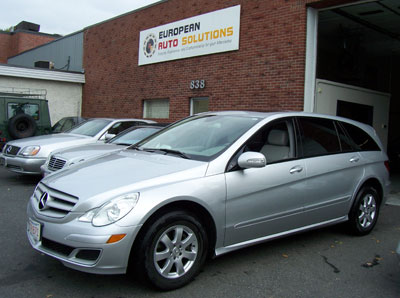 A 2007 Mercedes-Benz R350 was in for Scheduled 'B' Service and exterior bulb replacement.