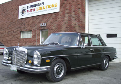A 1967 Mercedes-Benz 250SE visiting our shop for transmission replacement. Introduced in 1965, the 250S set industry safety standards with energy absorbing interiors, crumple zones, and side impact protection.